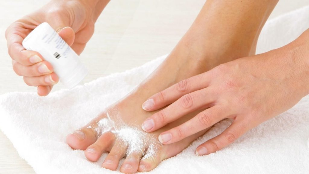 How to cure smelly feet?